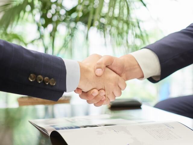 ビジネスマンの握手2